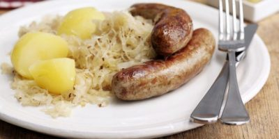 bratwurst-mit-sauerkraut-und-salzkartofflen-103203